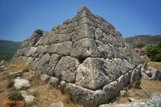 La piramide di Elliniko