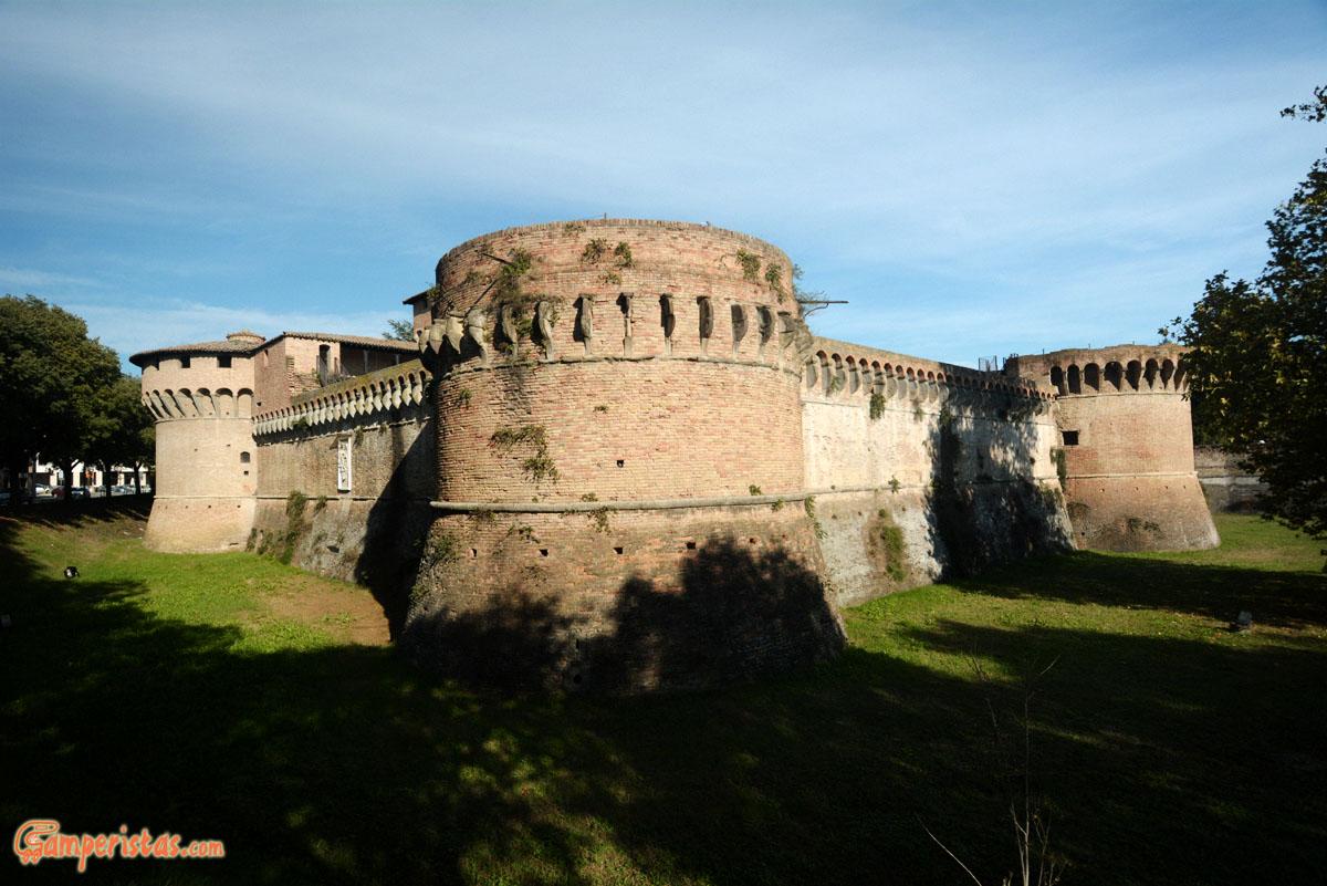 Forl pi razionalista di cos for Casa italia forli