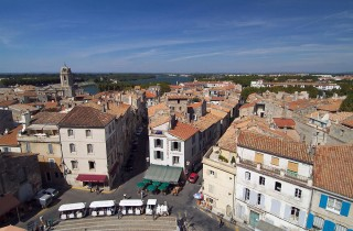 FRANCE : PROVENCE : ARLESPanoramic view of the city and the river