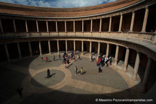 Alhambra, una delle mete turistiche più importanti della Spagna.