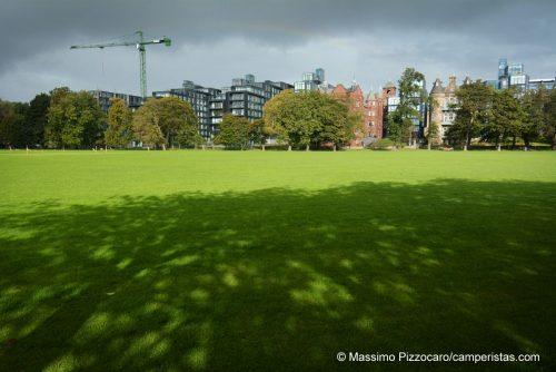 Il centro moderno visto dal parco di Bruntsfield