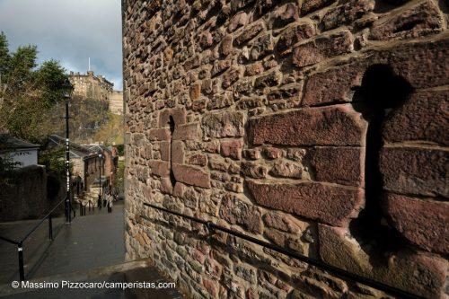 Avvicinandosi al castello, la grande attrazione della città.