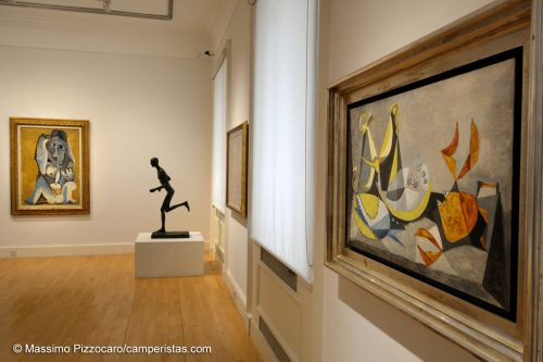 Si, il quadro sullo sfondo è un nudo di Picasso! ;)