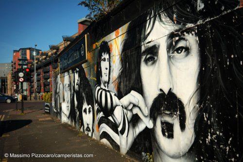 Tantissimi i graffiti in giro per la città