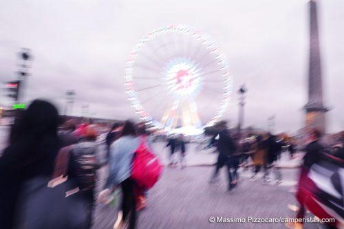 Parigi è già pronta per il Natale...