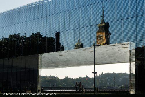 Il museo d'arte moderna Lentos a Linz